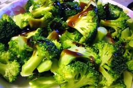 Sałatka z brokułem i kalafiorem